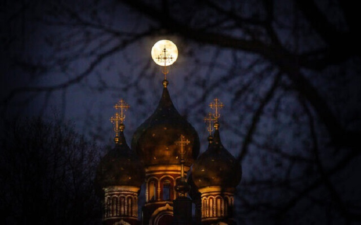Moscow_pink_moon